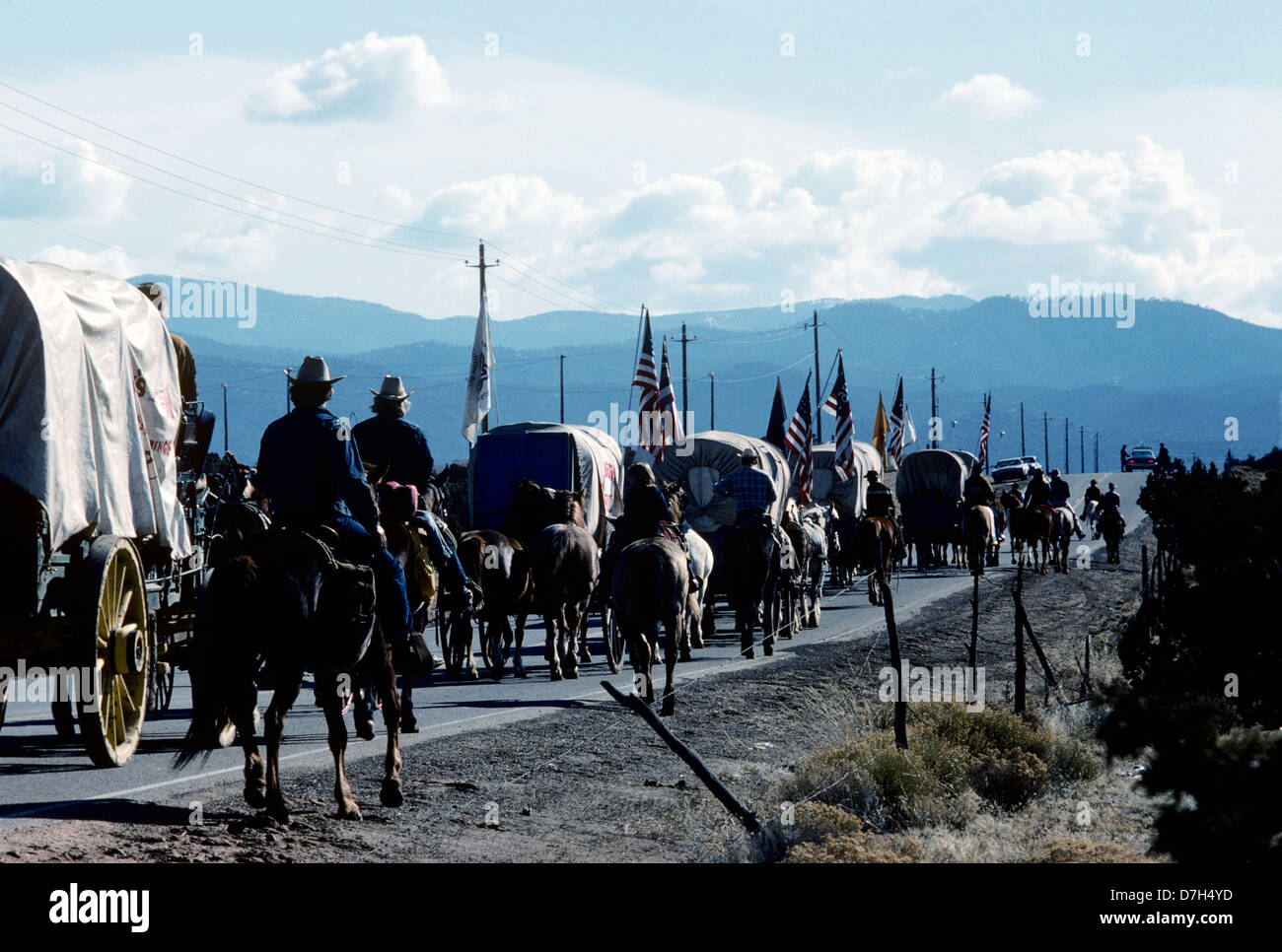 riders and wagons of the bicentennial wagon train leaving santa fe on the journey across america in 1976 - Stock Image