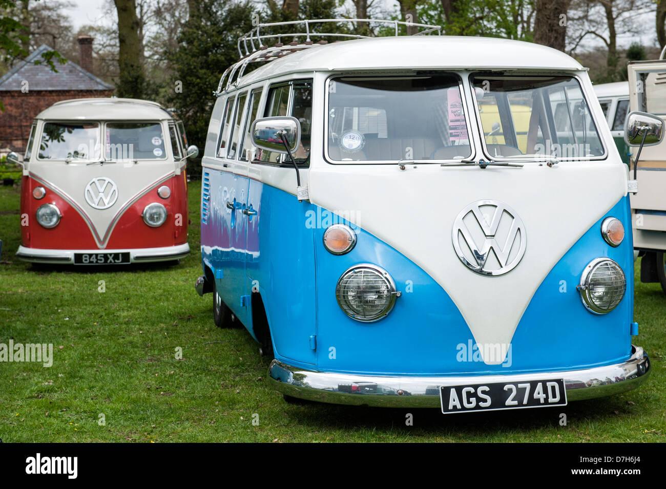 VW Split Screen Volkswagen camper vans - Stock Image