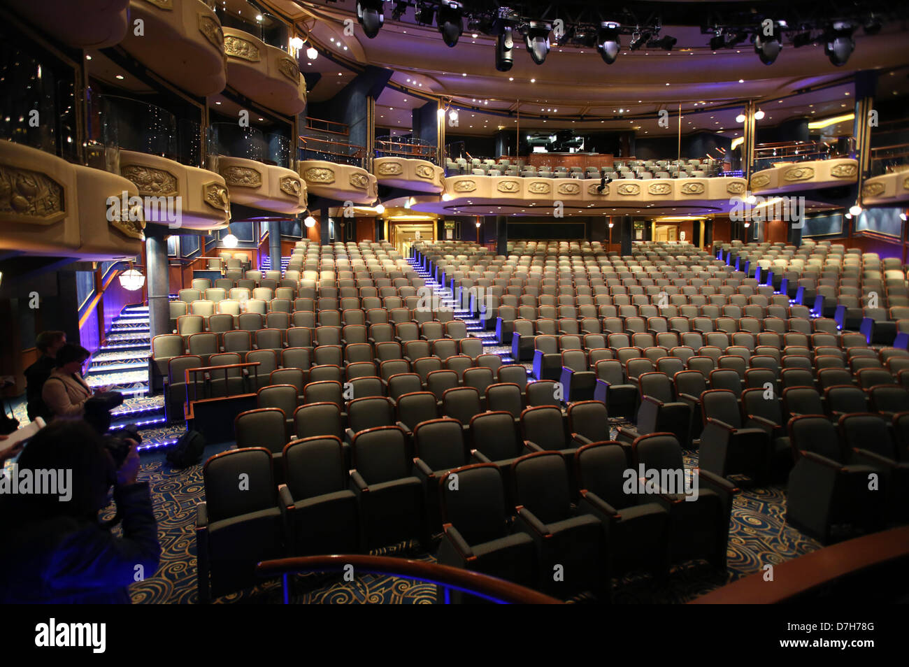 the theatre with 800 seats of the luxury liner queen. Black Bedroom Furniture Sets. Home Design Ideas
