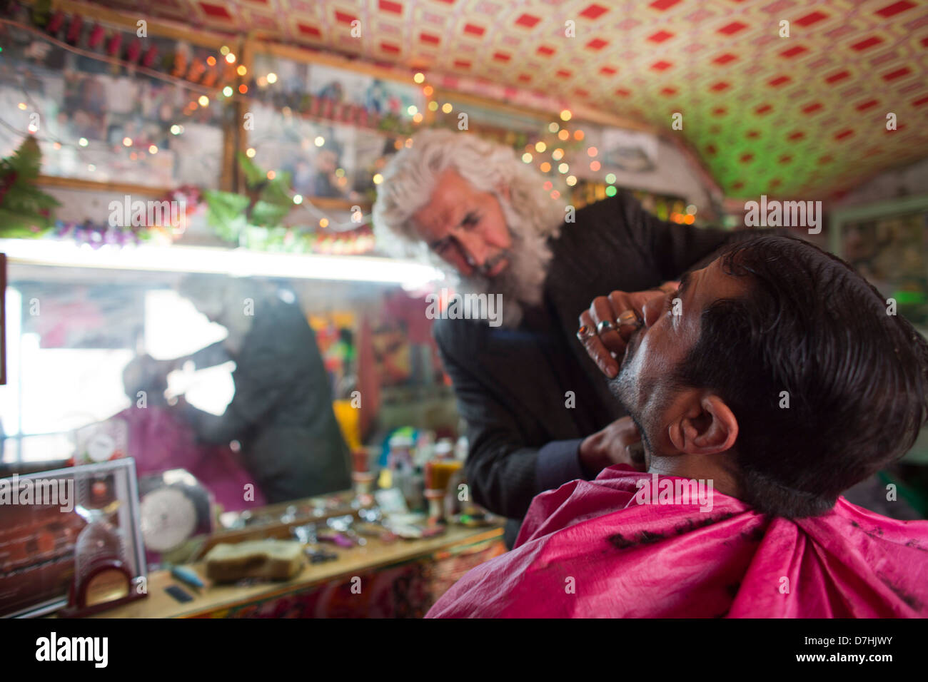hair dresser at work in kabul, Afghanistan - Stock Image