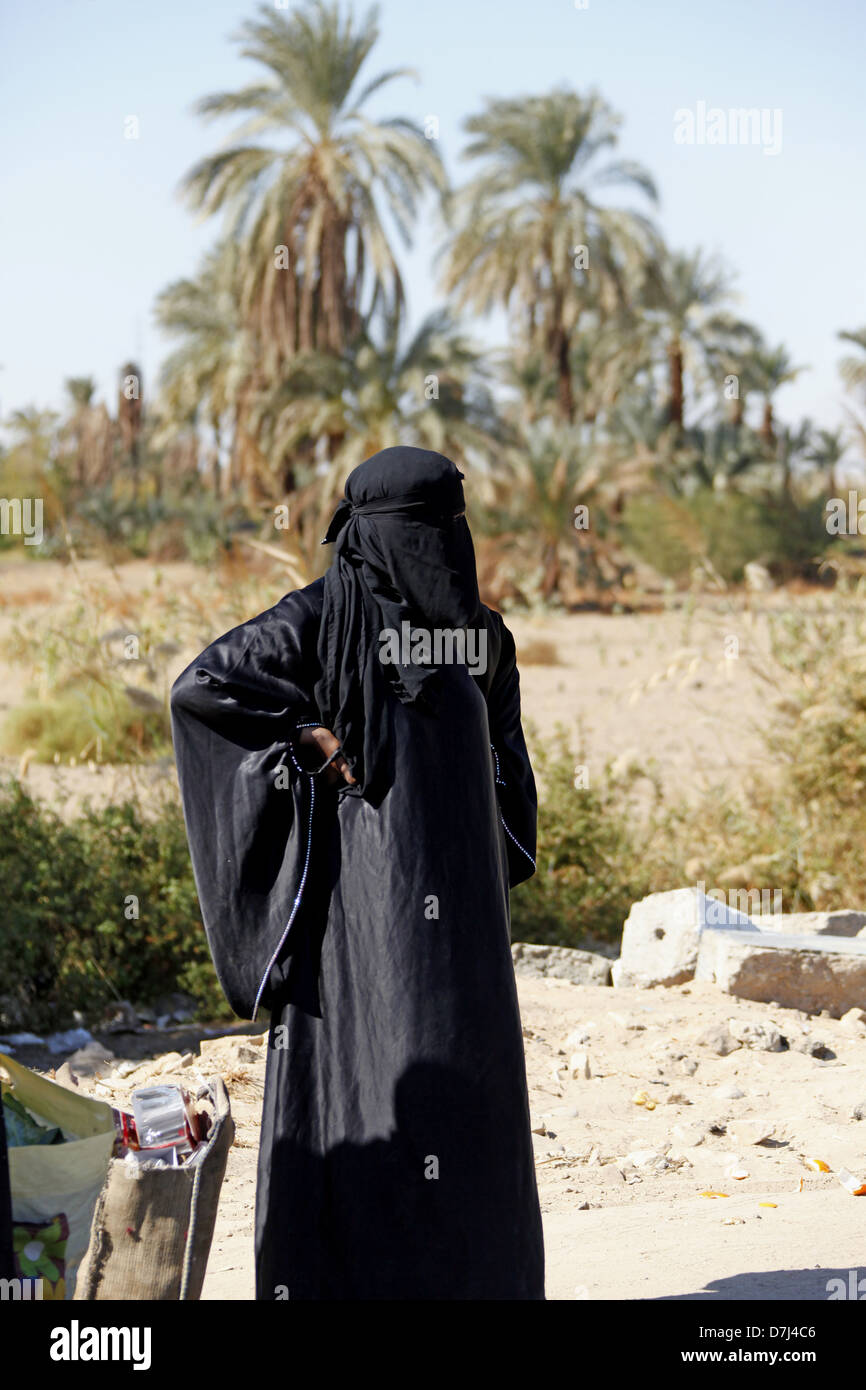 EGYPTIAN WOMEN WEARING BURKA NEAR ASWAN EGYPT 11 January 2013 - Stock Image
