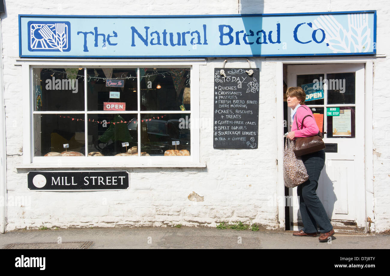 OXFORDSHIRE, UK. The Natural Bread Co, an artisan bakery in the village of Eynsham near Witney. 2013. - Stock Image