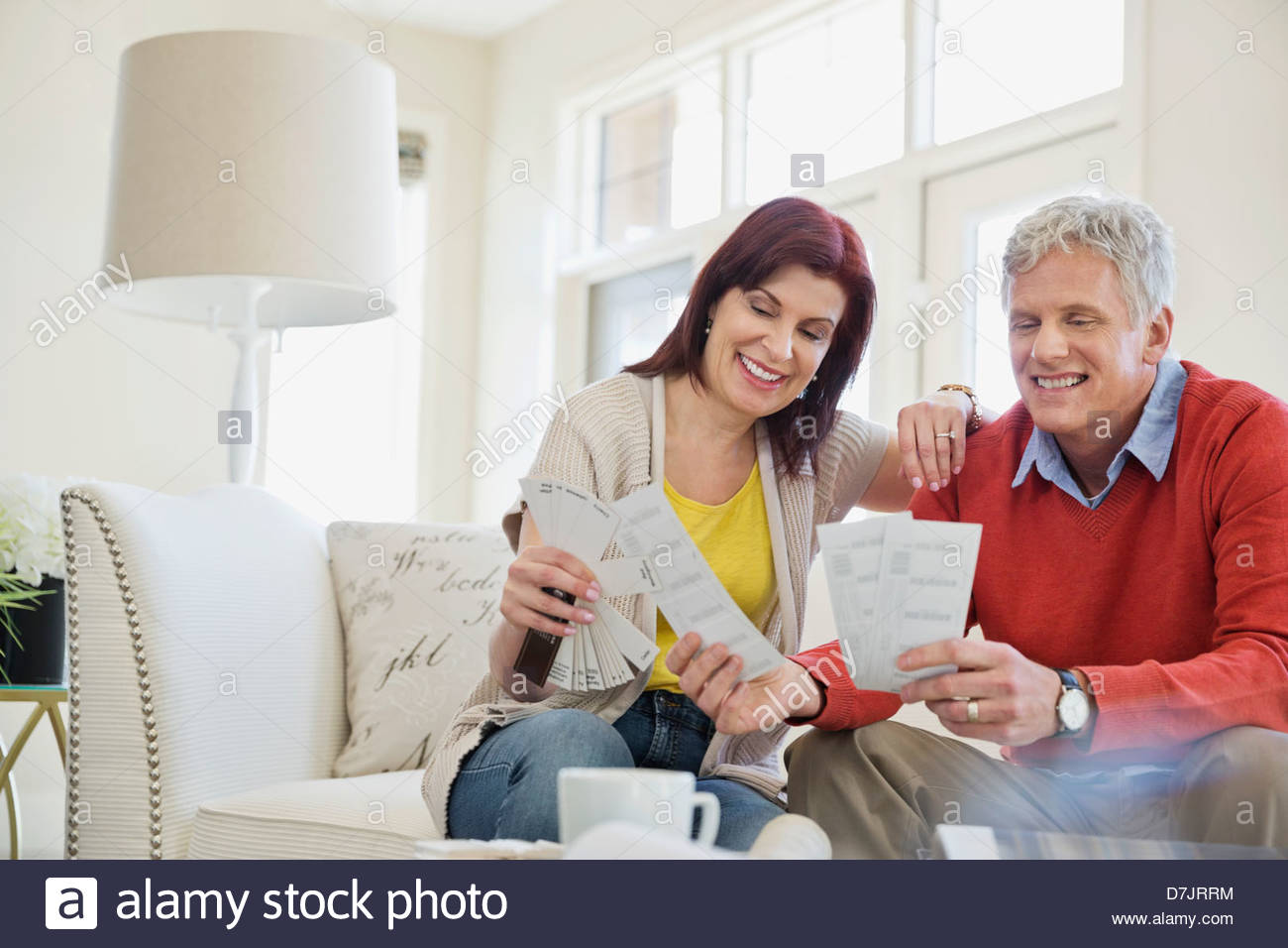 Mature couple selecting paint colors in new home - Stock Image