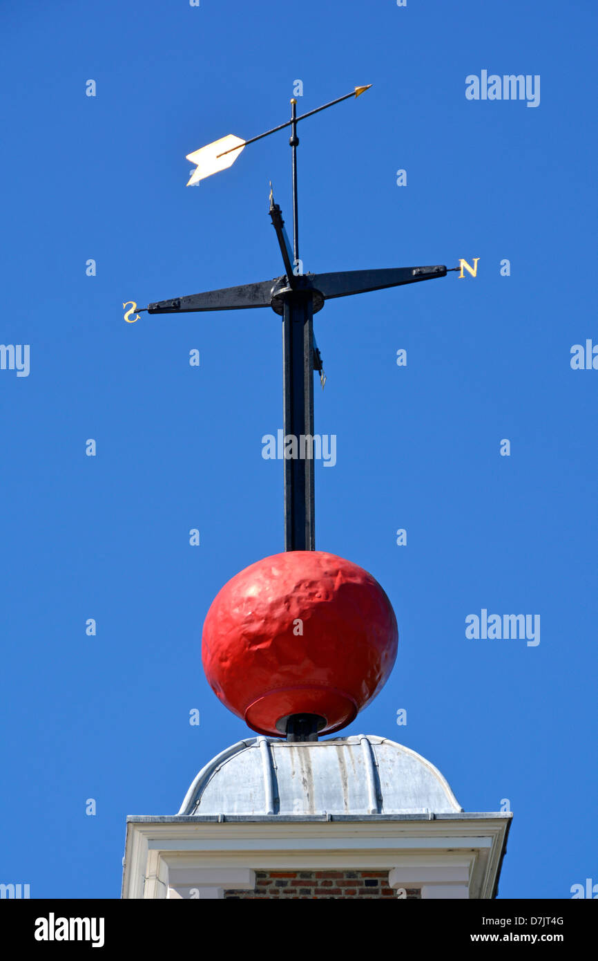 The red time ball at Royal Observatory, Greenwich enabled navigators to verify their marine chronometers from their - Stock Image