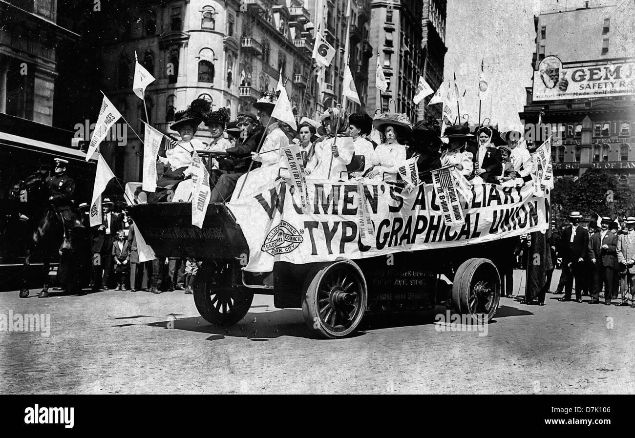 Labor Day parade, New York City, Woman on float of the Women's Auxilliary Typographical Union,  circa  1909 - Stock Image