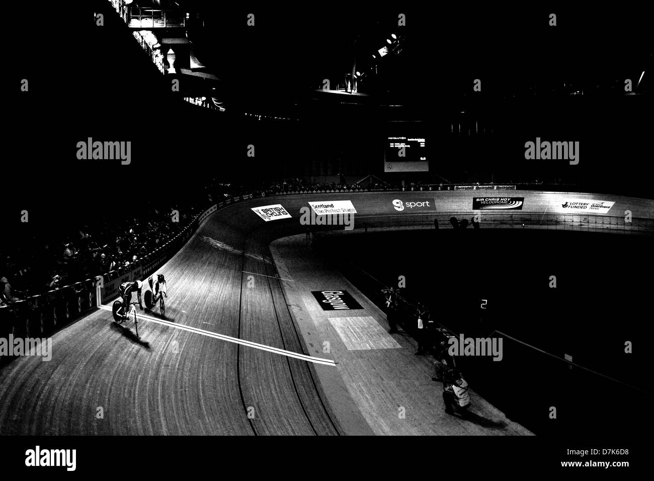 Scottish cyclists John Paul and Craig MacClean play a game of cat & mouse in the  Sprint semis of the Elite - Stock Image