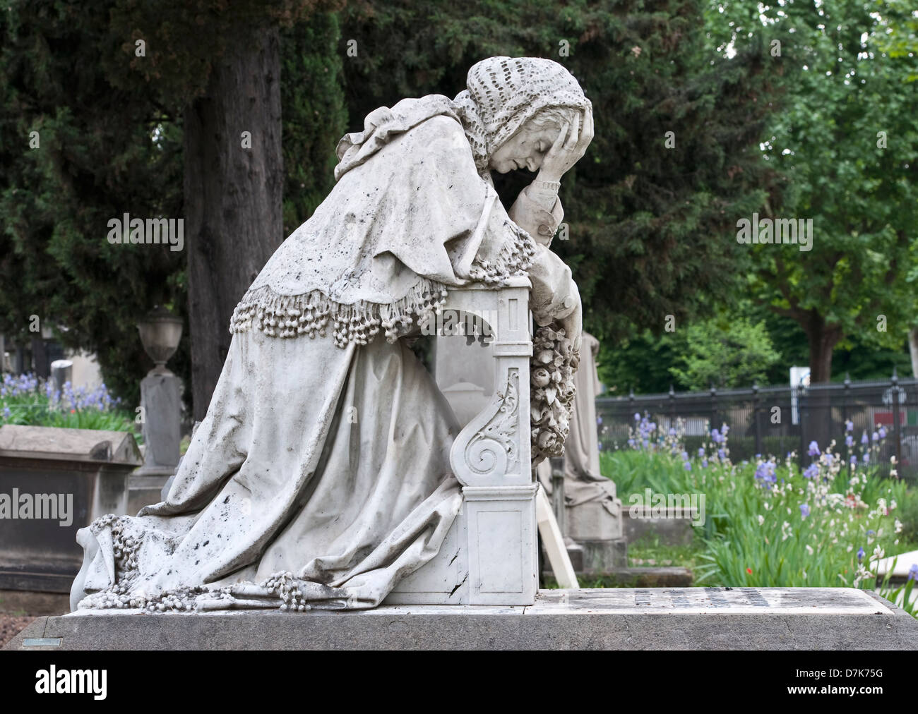 The English Cemetery, Florence, Italy. The grave of Arnold Landor is marked by a statue of his grieving mother - Stock Image