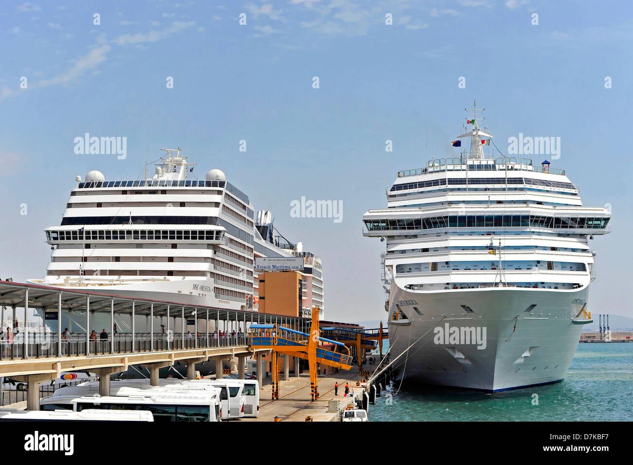 Ship, cruise, cruise ships in the harbor of Genova, Italy - Stock Image