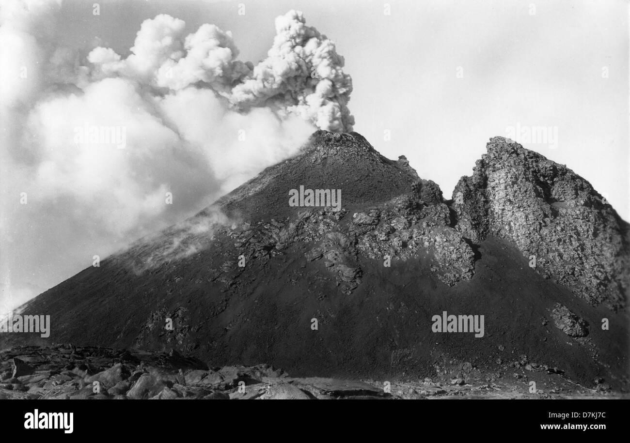 Mount Vesuvias volcano Italy 1940 1940s - Stock Image