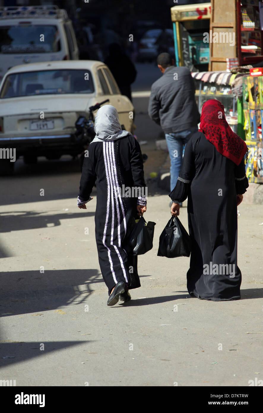 BACK VIEW OF MUSLIM WOMEN WALKING LUXOR EGYPT 13 January 2013 - Stock Image