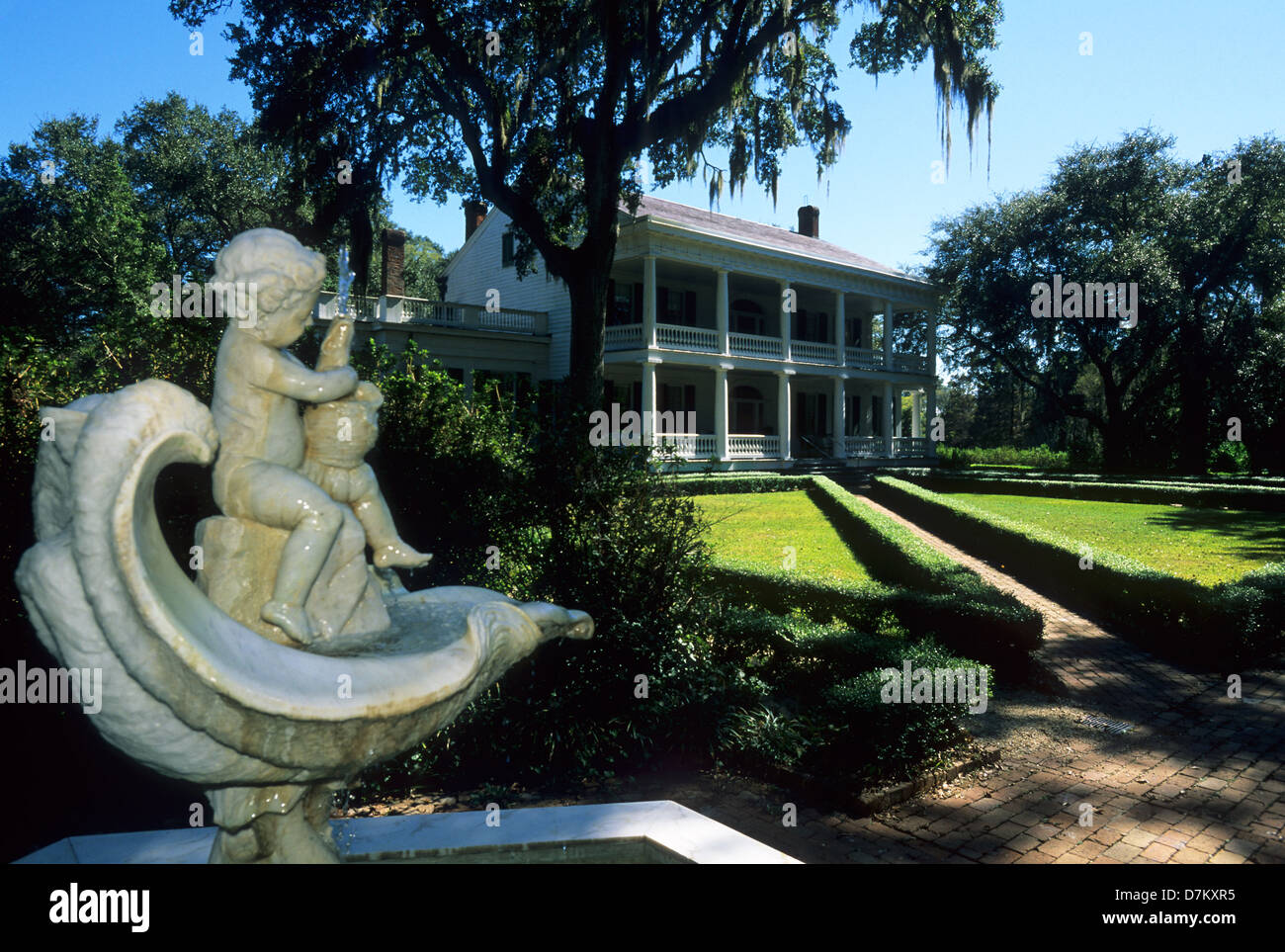Elk283-2988 Louisiana, St Francisville, Rosedown Plantation State Historic Site, Mansion, 1836, fountain - Stock Image