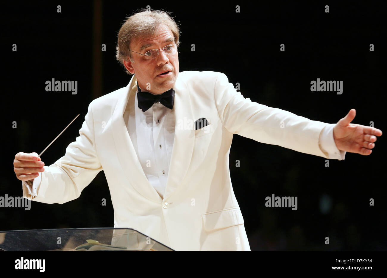 Christopher Wilkins conducts the Boston Landmarks Orchestra in Sanders Theater, Cambridge, Massachusetts - Stock Image