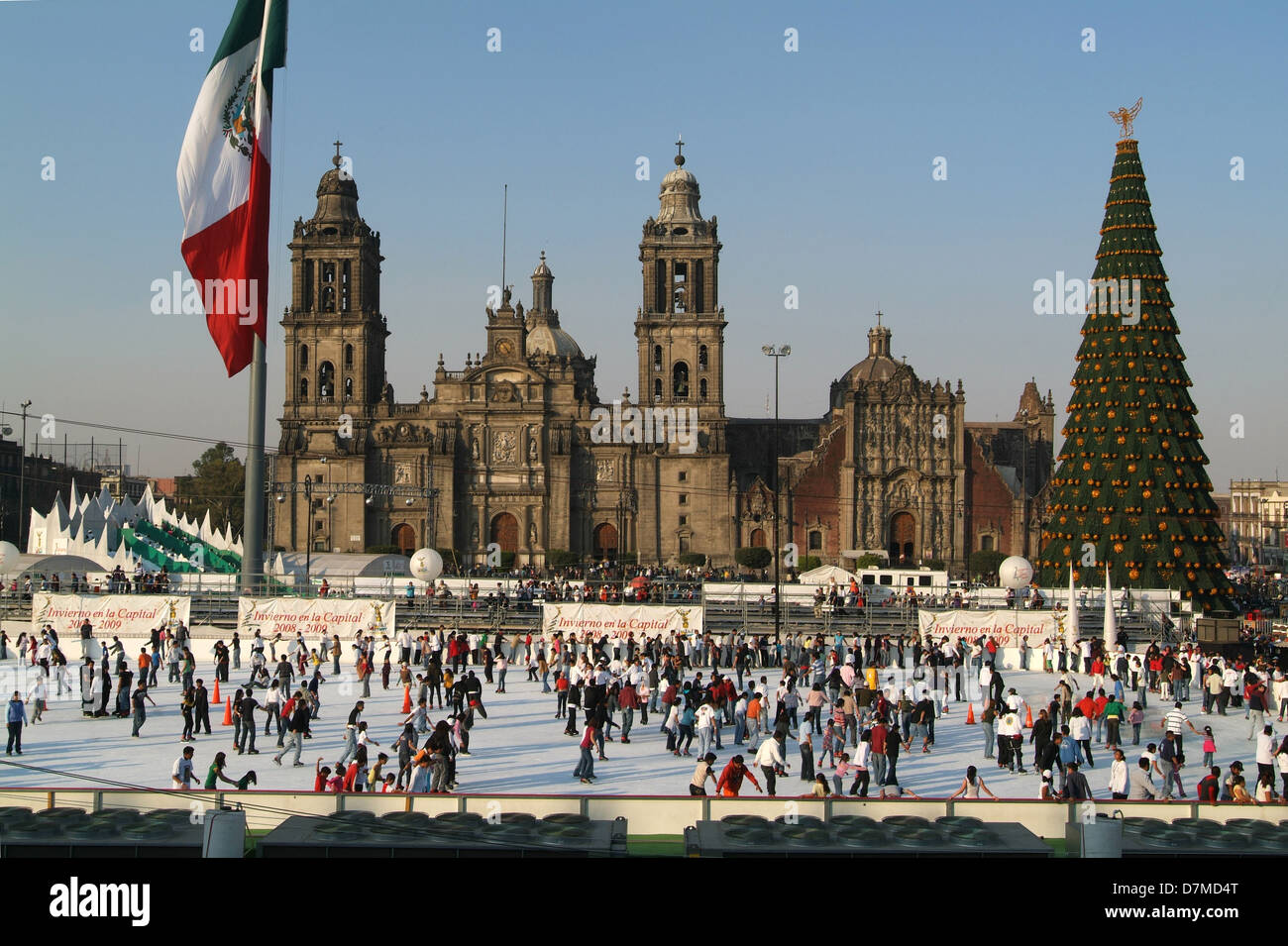 Images Of Zocalo In Mexico Christmas 2021 Ice Rink For Xmas At Zocalo Square On Mexico City Stock Photo Alamy