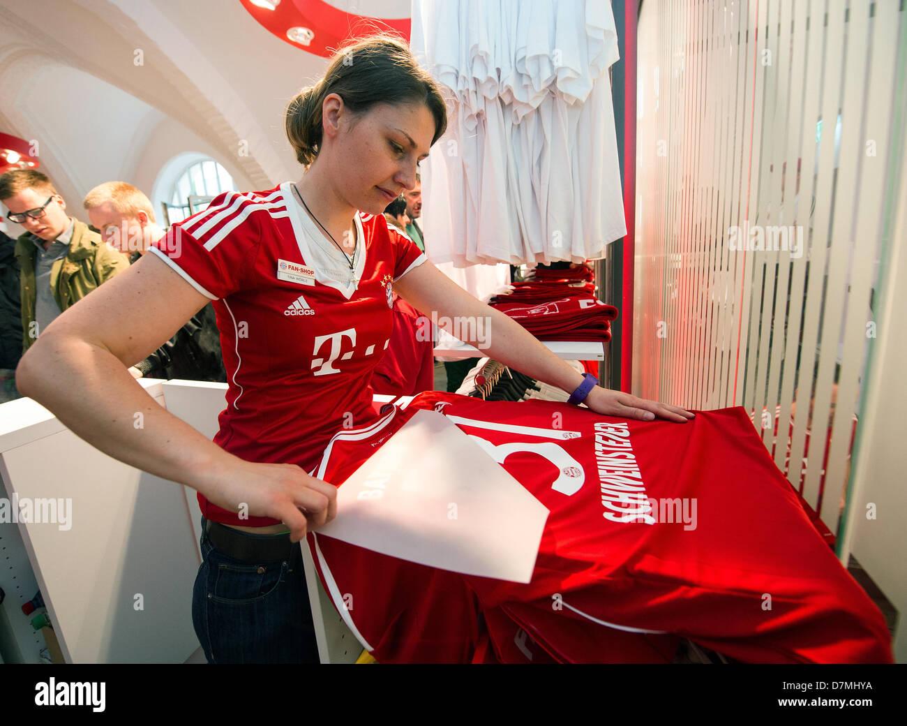 the latest 9305c af451 An employee prints jerseys in the new FC Bayern Munich fan ...