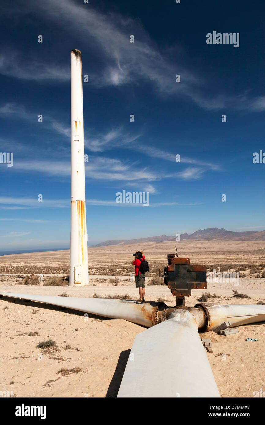 Broken wind turbine - Stock Image