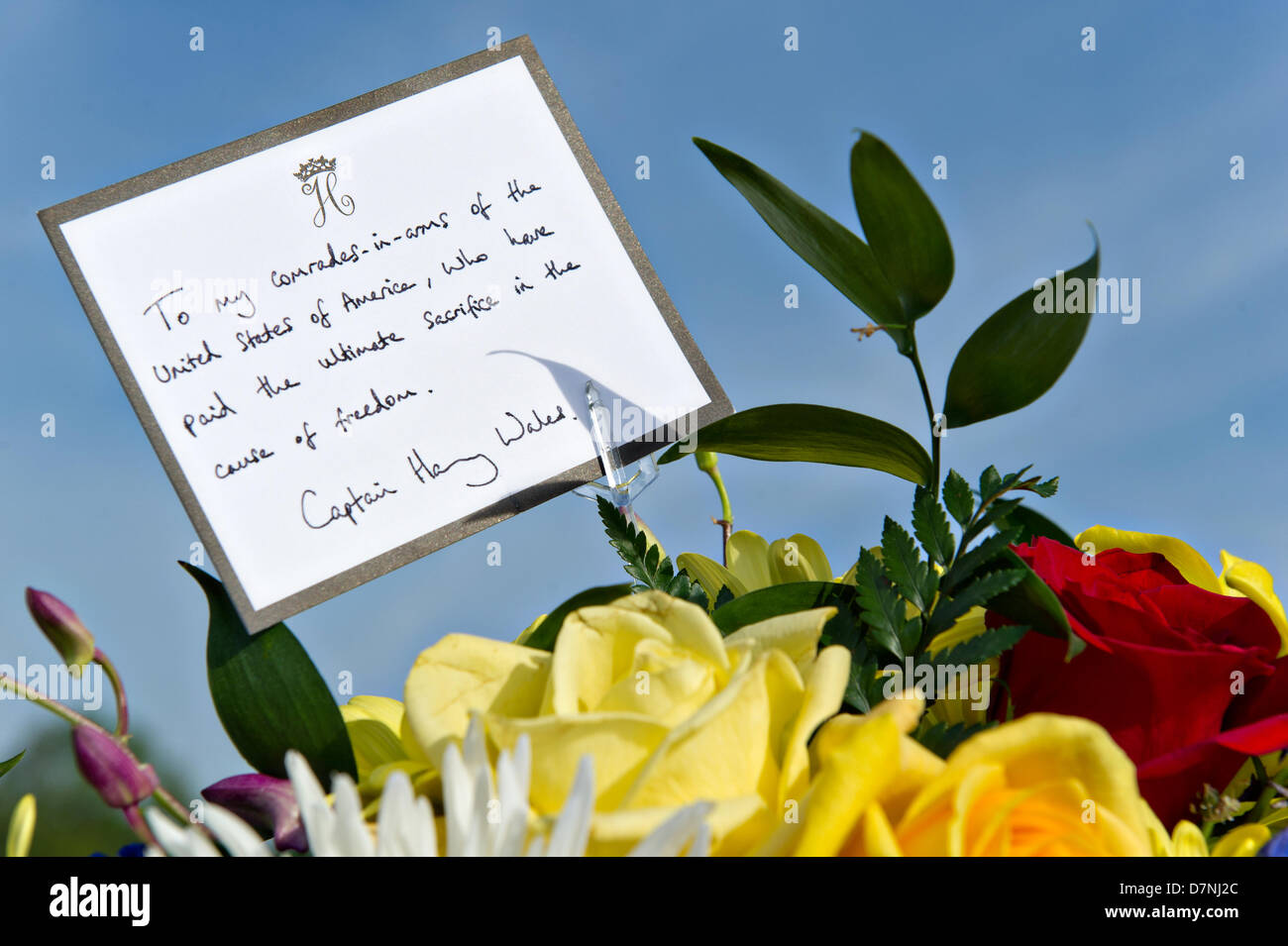 A hand-written card from His Royal Highness, Prince Harry of Wales, sits atop a wreath at Section 60 of the Arlington - Stock Image