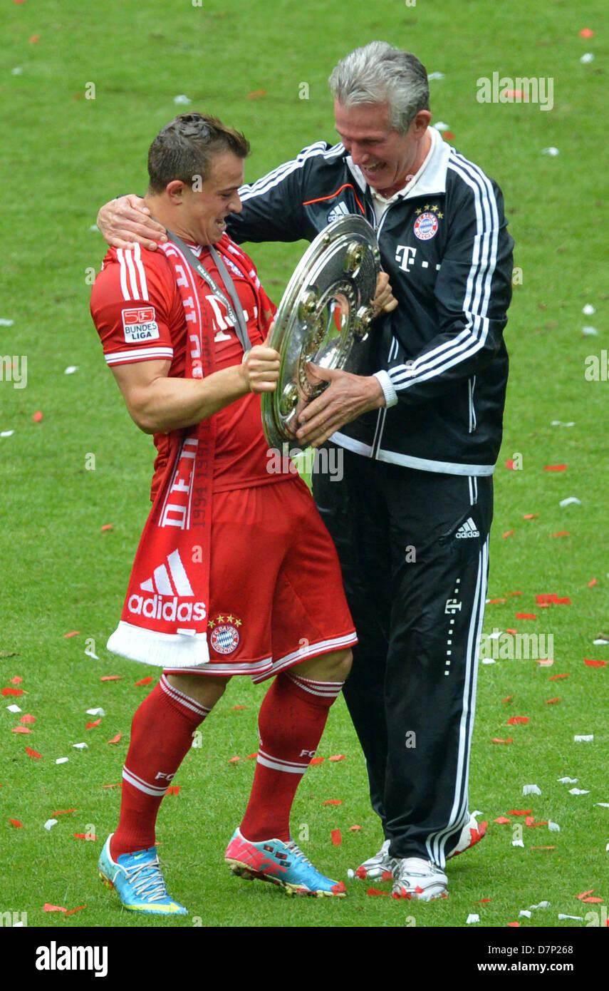 Munich S Xherdan Shaqiri L And Coach Jupp Heynckes Cheers With The Stock Photo Alamy