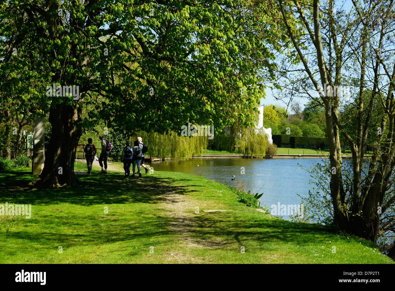 Walkers on the Thames Path at Medmenham Abbey, Medmenham Stock Photo