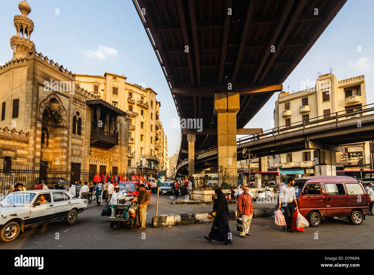 Flyover and mosque in Cairo, Egypt. Midan Ataba marks the point where Downtown and Islamic Cairo meet. - Stock Image