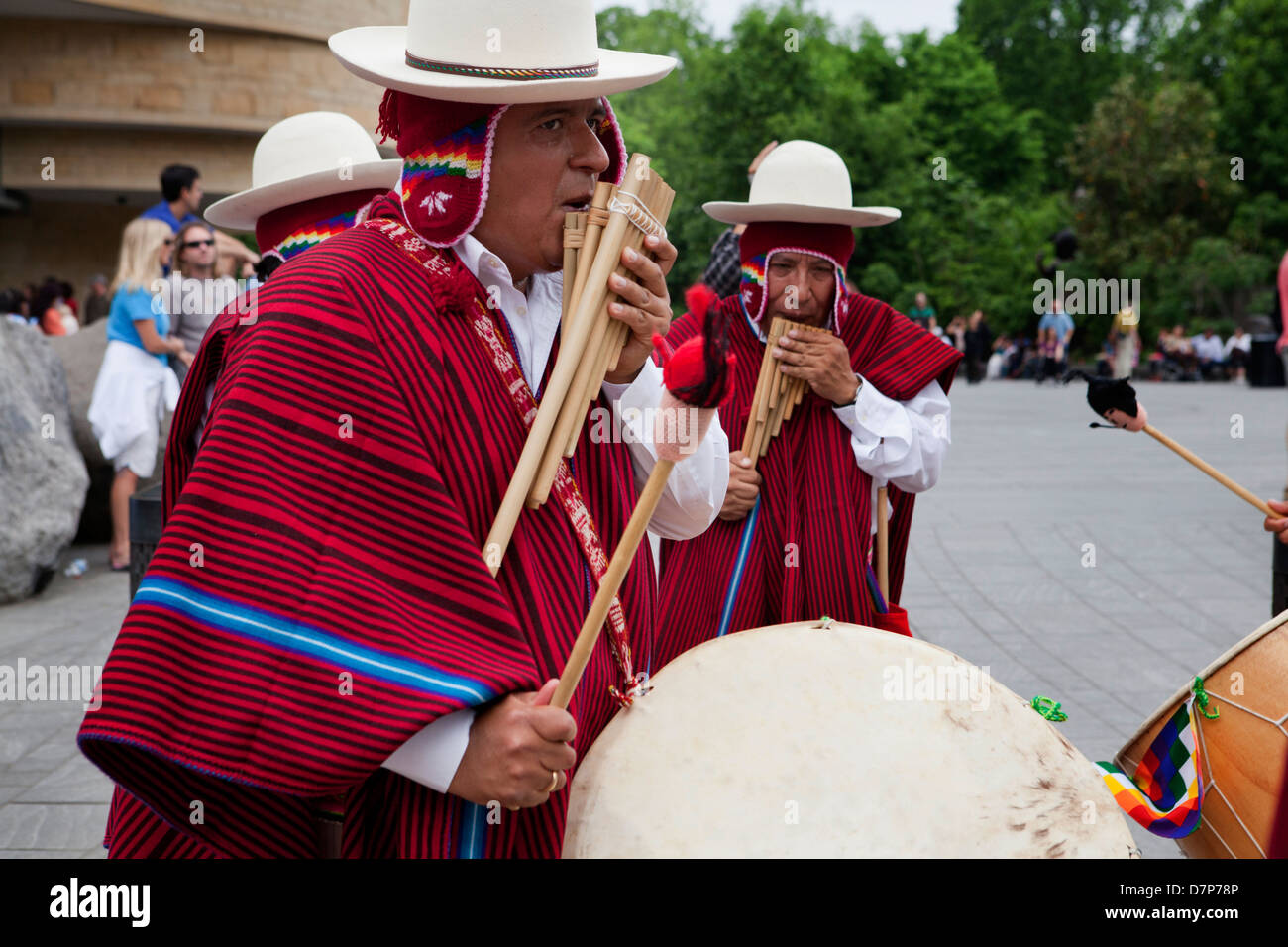 Traditional Bolivian pan flute players - Stock Image