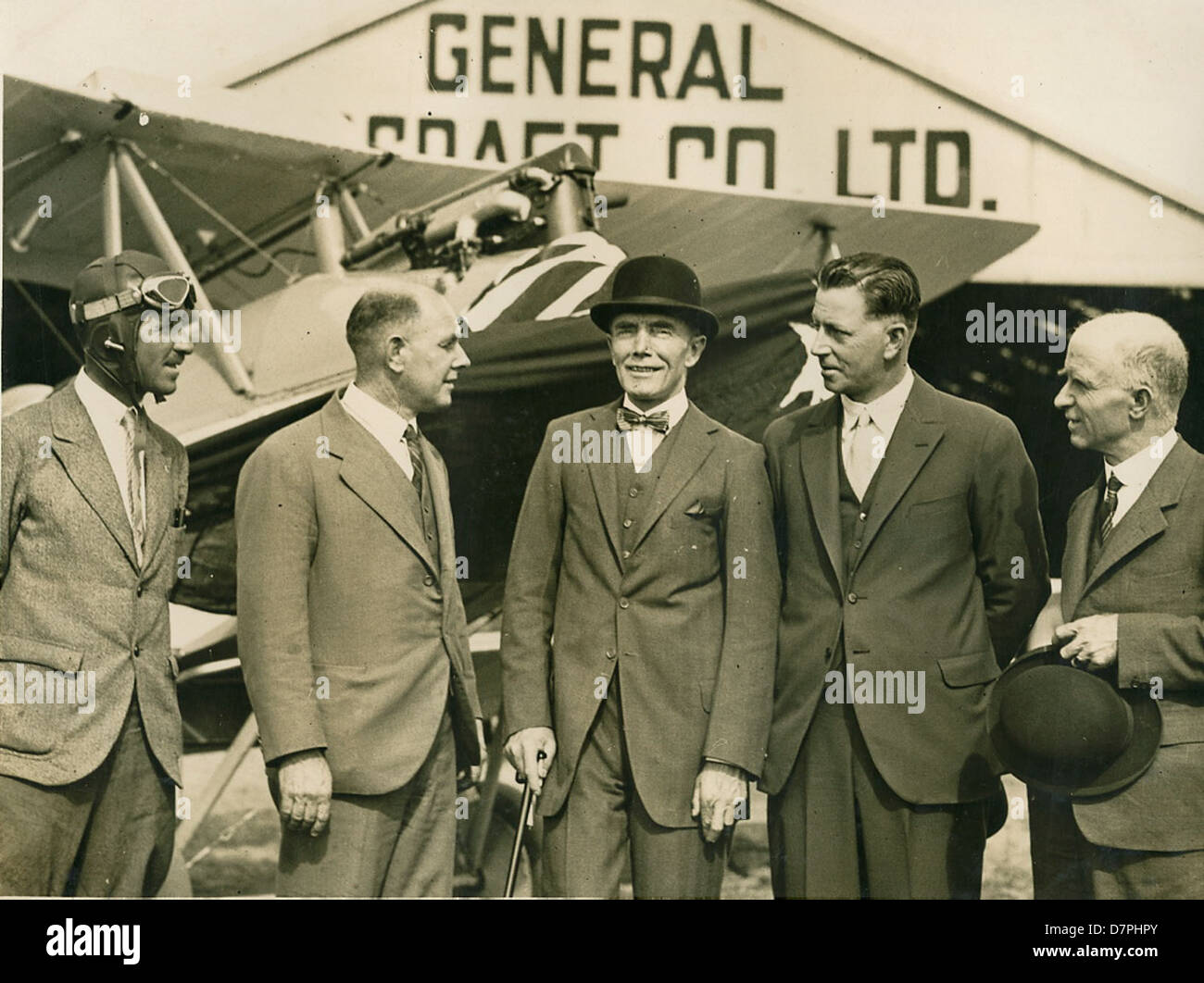 Group on occasion of the testing of the 'Genairco', the first all-Australian built plane, 1930 - Stock Image