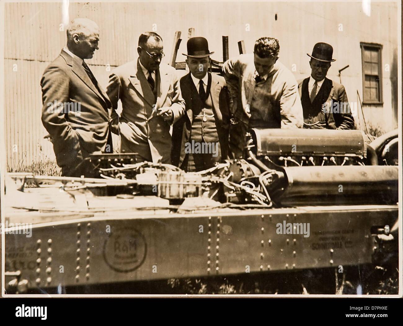 Men inspecting the car 'F.H. Stewart Enterprise', 1926 - 1936 - Stock Image