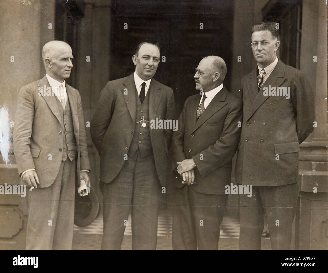 Norman 'Wizard' Smith and Don Harkness and two other men (on steps of Sydney Town Hall?], 1926 - 1936 - Stock Image