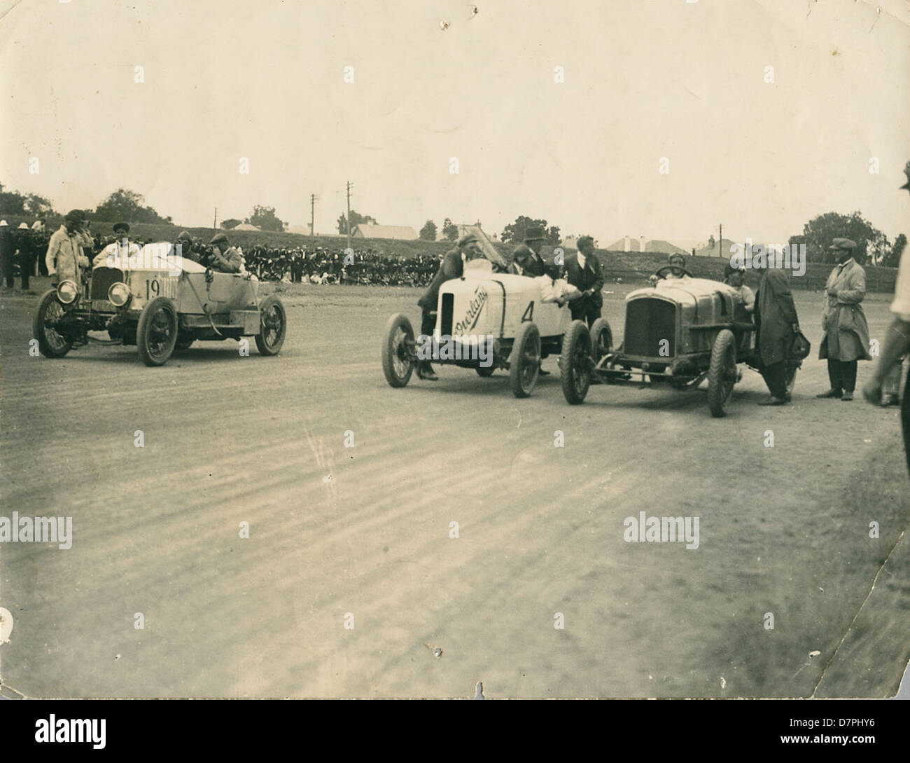 Don Harkness at the wheel of his Overland Sports car 'Whitey' at 10 Mile Championships, 1920 - 1929 - Stock Image