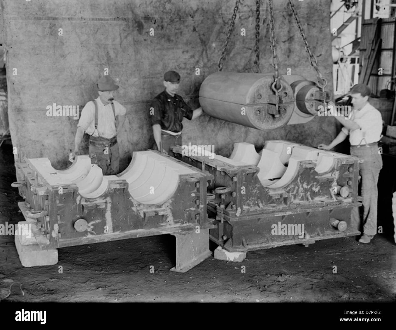 Clyde foundry men with mould - Stock Image