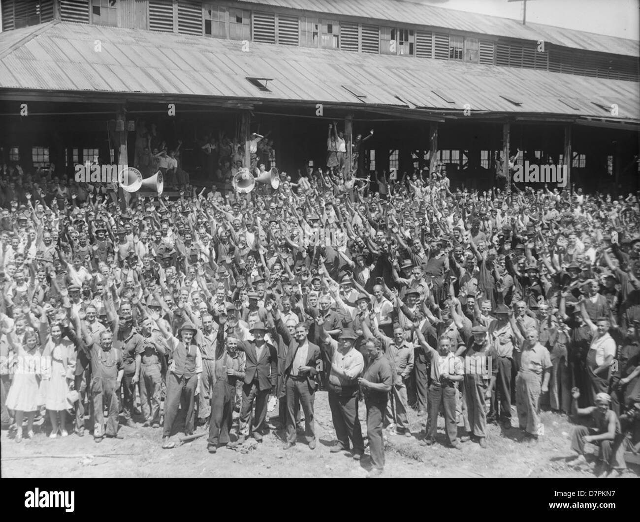Clyde Engineering workers in vote for H.M.S. Sydney fund - Stock Image