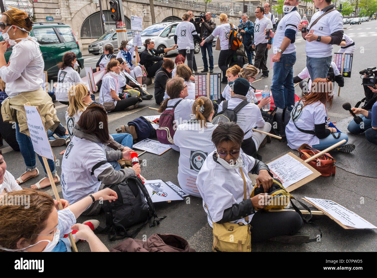 Paris, France. Crowd French Nurses Demonstration, Sitting Down front of Hospital, Collective For Support of Government - Stock Image