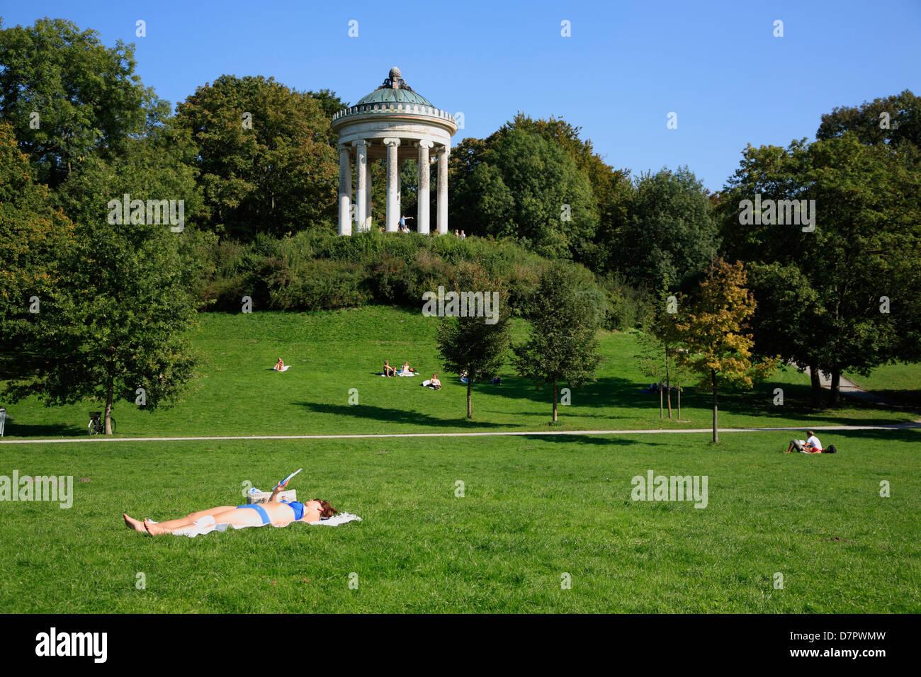 Englischer Garten English Garden Park Sunbath At Monopteros Stock