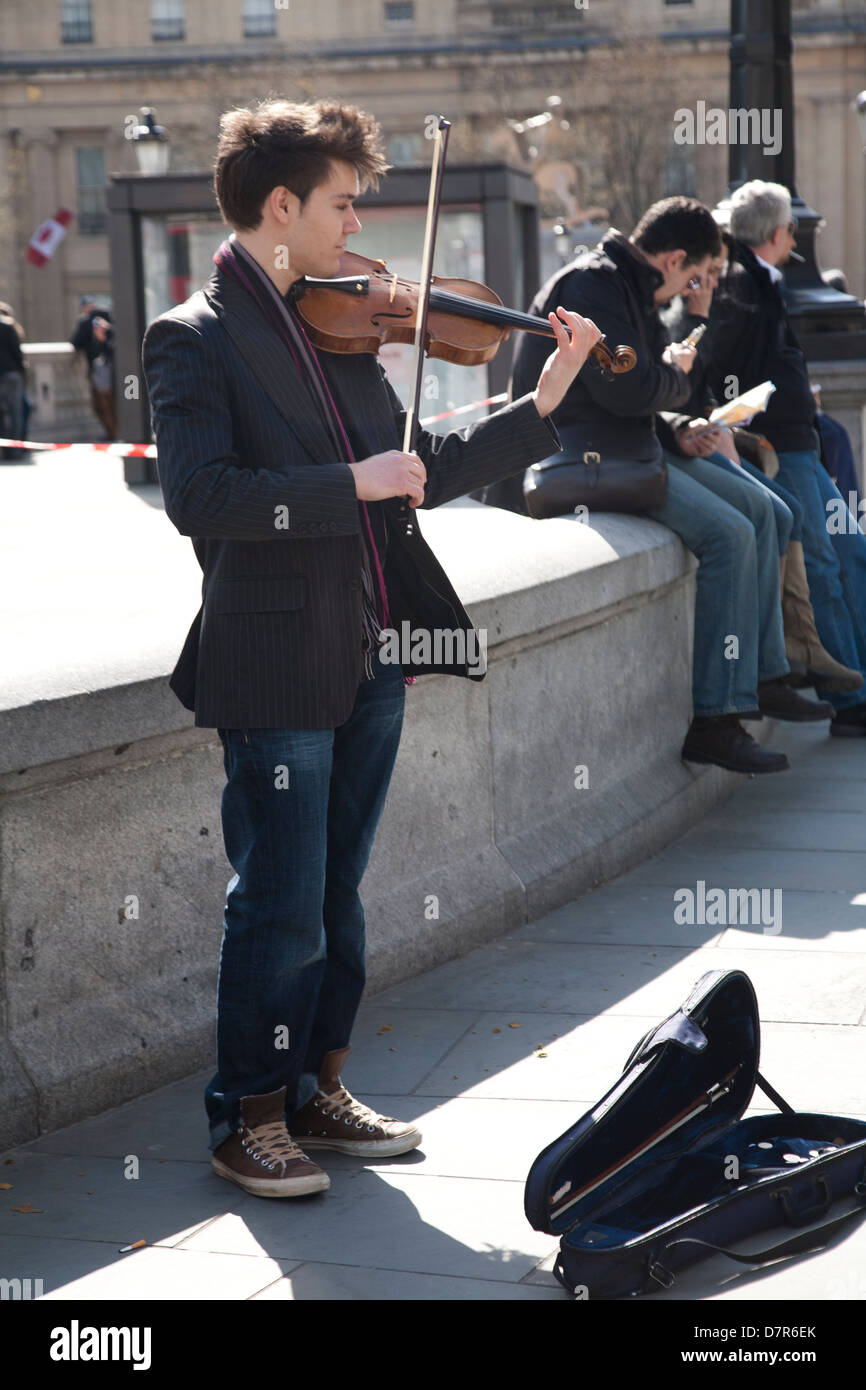Male Violinist Stock Photos & Male Violinist Stock Images