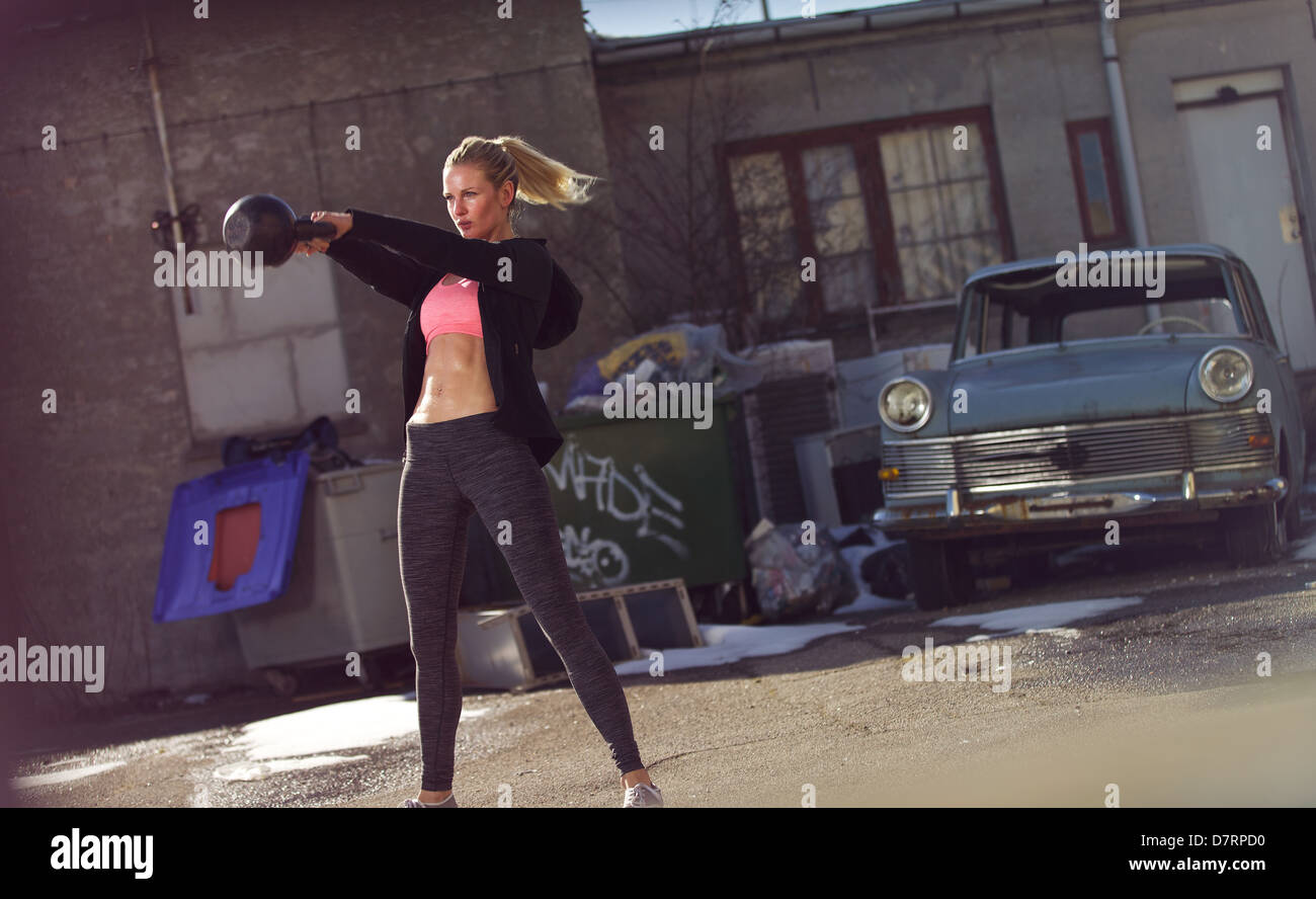 Female athlete in a crossfit workout outdoors - Stock Image