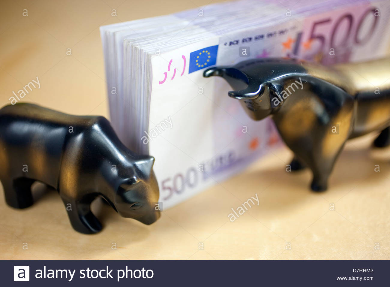 Close-up of a bundle of 500 euro notes with figurines of bear and bull Stock Photo