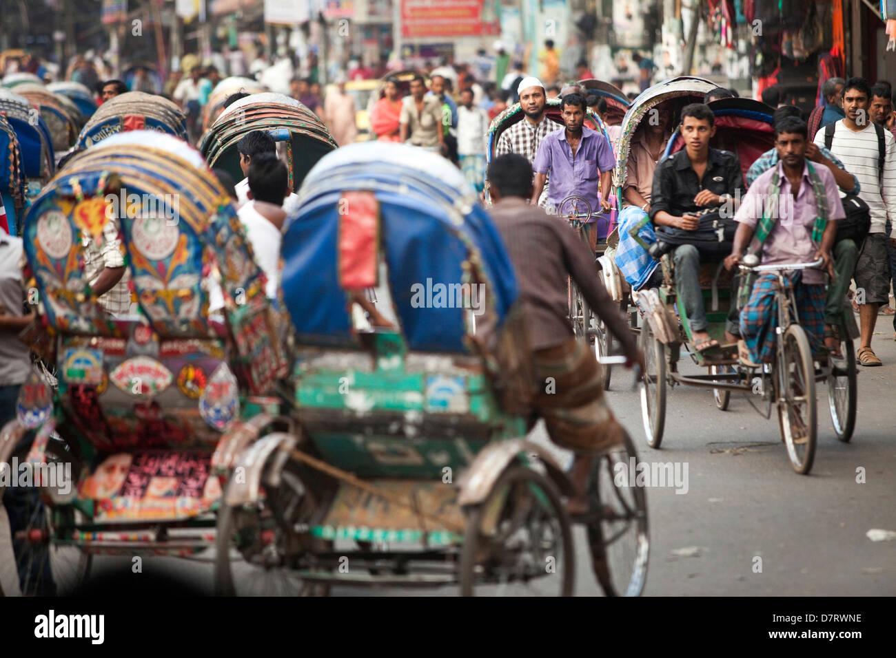 Rickshaws in heavy traffic in Dhaka, Bangladesh - Stock Image
