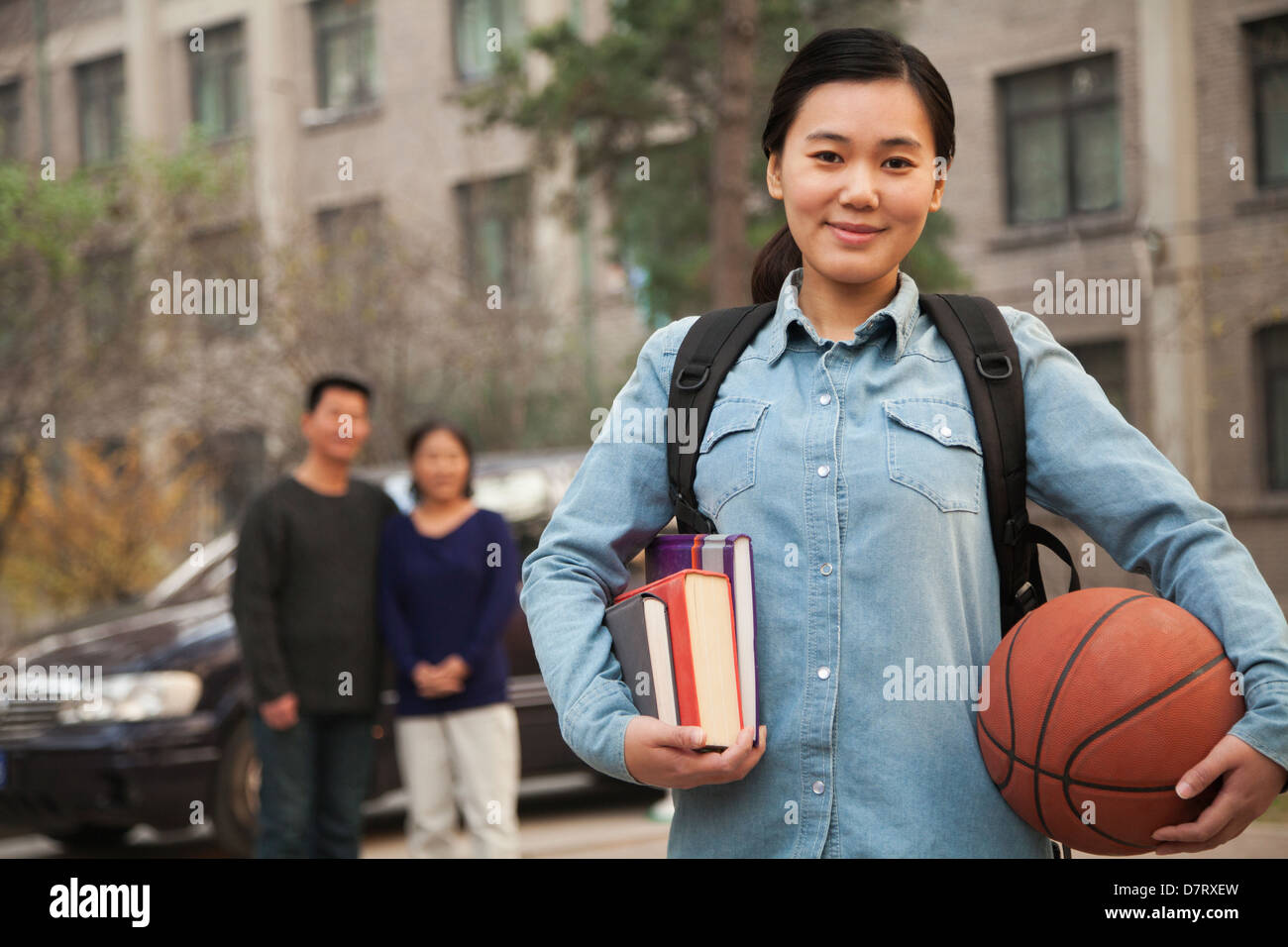 Family portrait in front of dormitory at college - Stock Image