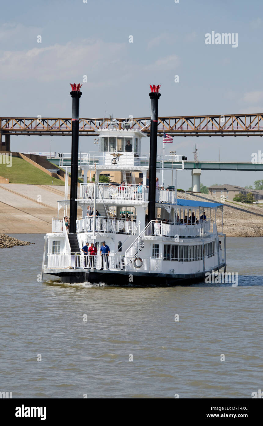 Tennessee, Memphis. Classic sightseeing riverboats on the Mississippi River. - Stock Image