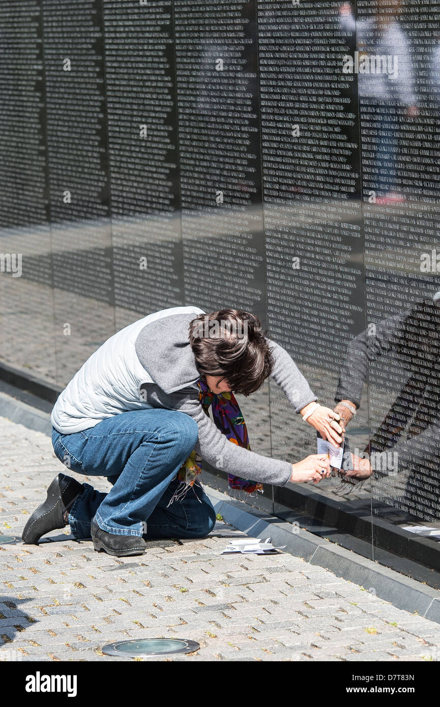 Women Taking Tracing Of Family Name From The Wall Of The Vietnam War Stock Photo Alamy