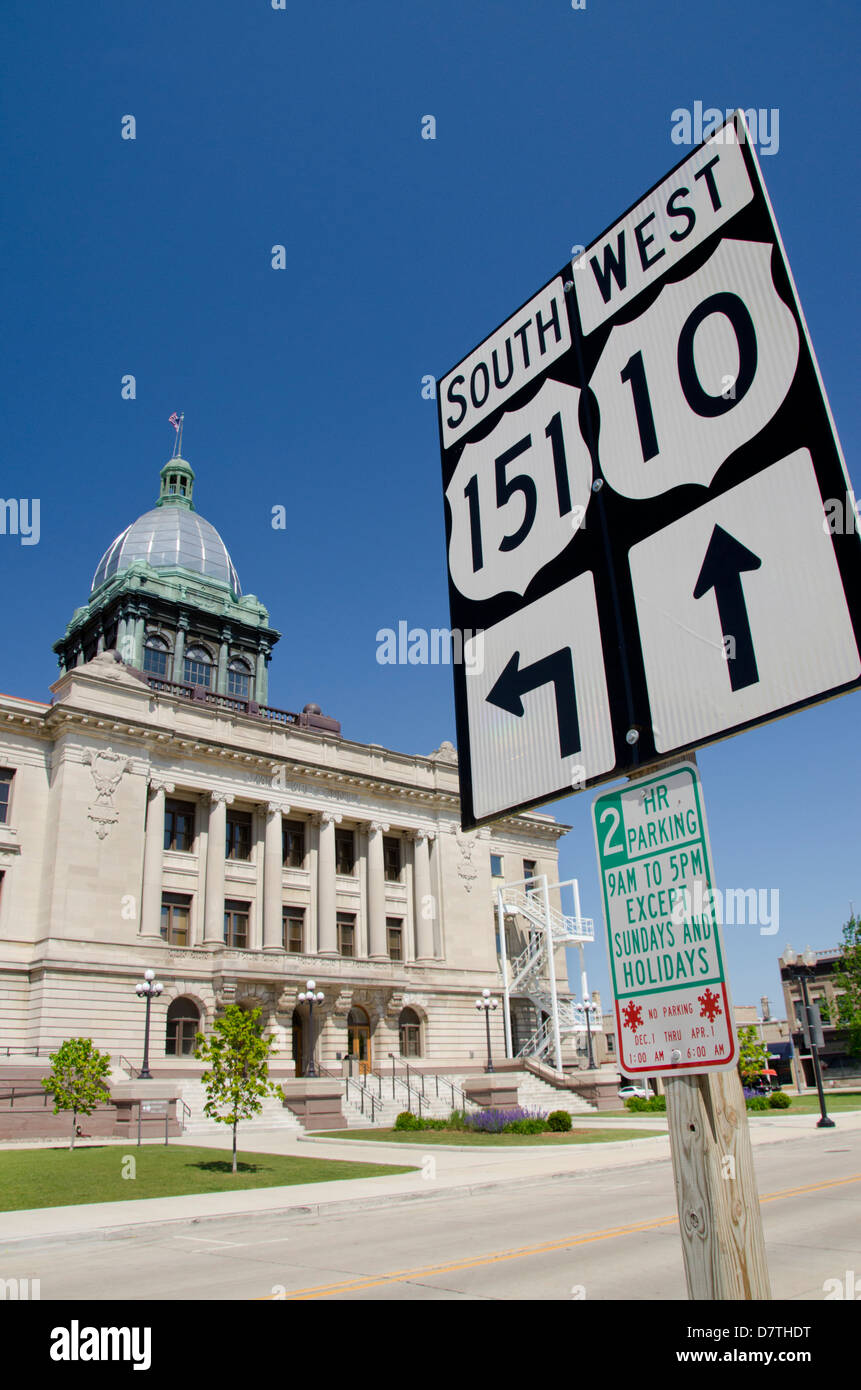 Wisconsin, Manitowoc. Manitowoc County Courthouse, c. 1906, listed in National Register of Historic Places. Stock Photo