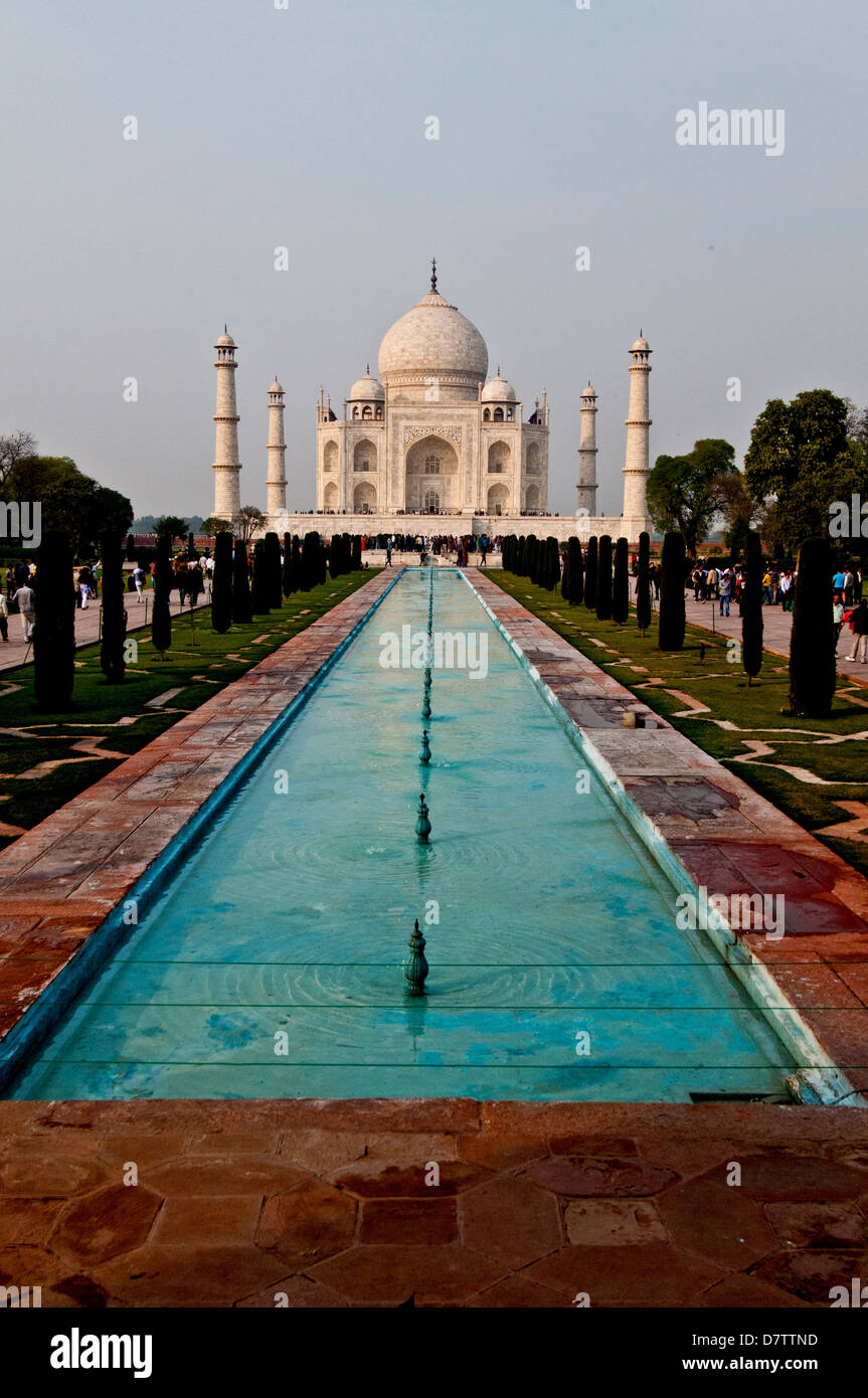 Taj Mahal and reflecting pool, Agra, India - Stock Image