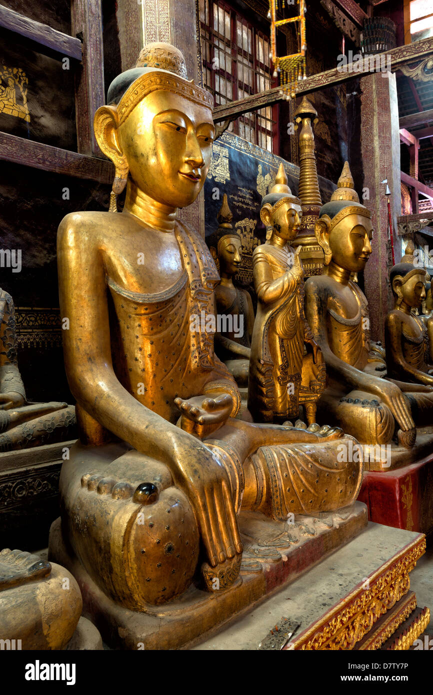 Ancient gilded wooden Buddhas inside Wat In, Kengtung (Kyaingtong), Shan State, Burma - Stock Image
