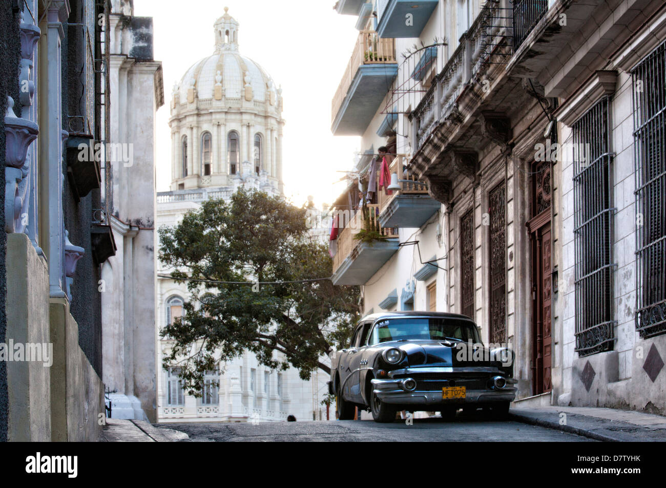 Black vintage American car parked on street, Havana Centro, Cuba, West Indies - Stock Image