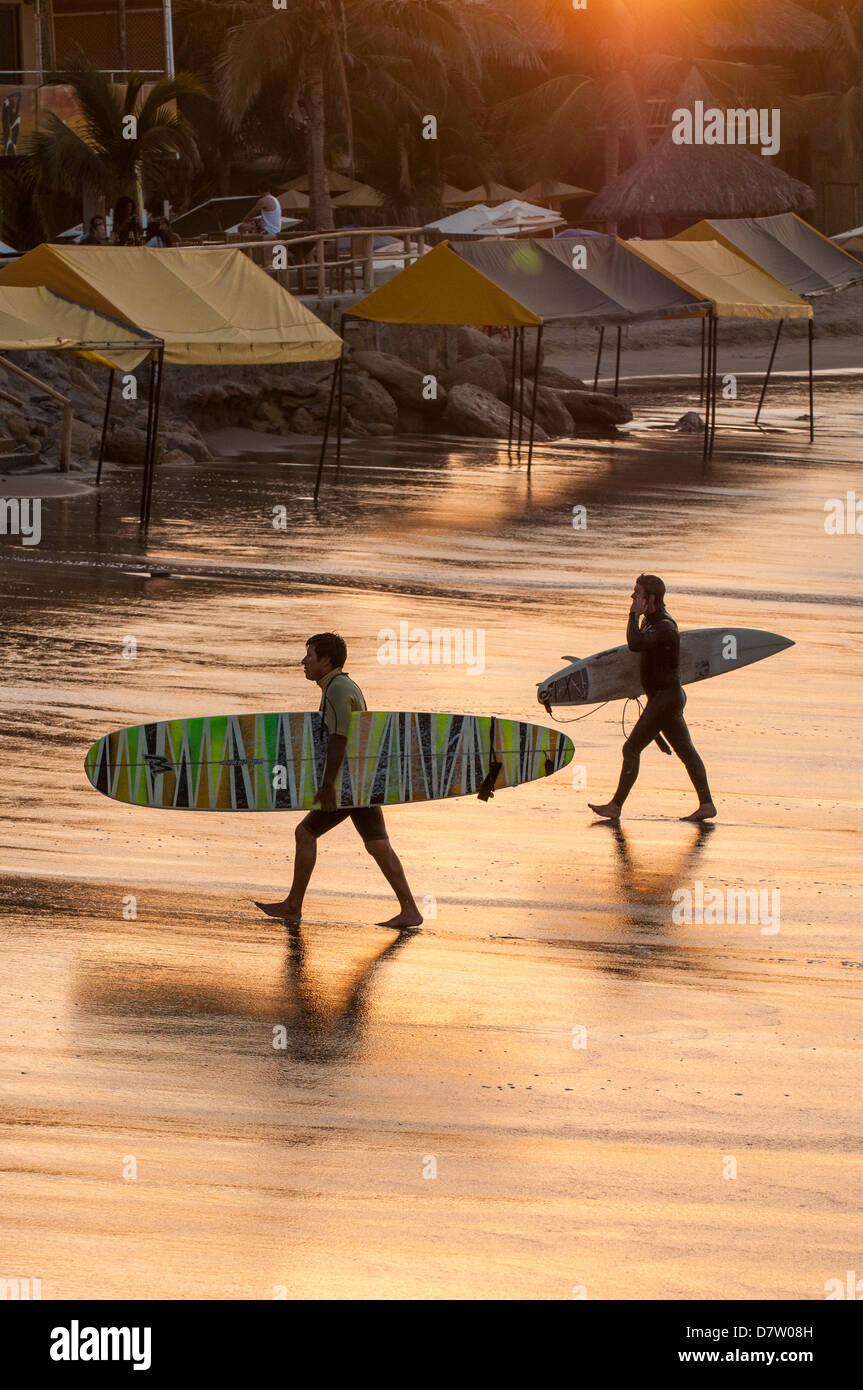 Surfing in Mancora, Peru, South America - Stock Image
