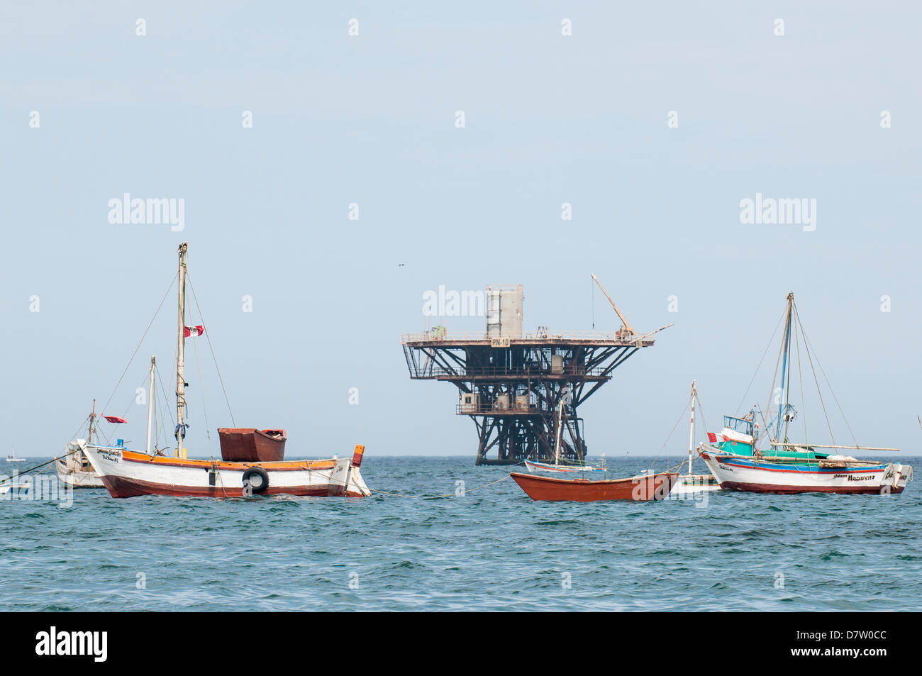 Fishing boats and oil platform off Cabo Blanco, Peru, South America - Stock Image