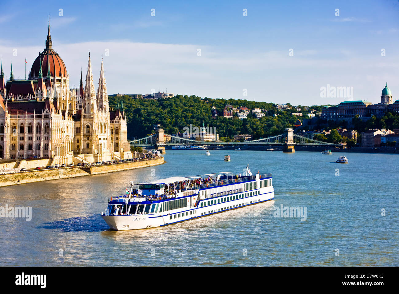 Cruise ship passing the Parliament on the Danube, Budapest, Hungary - Stock Image