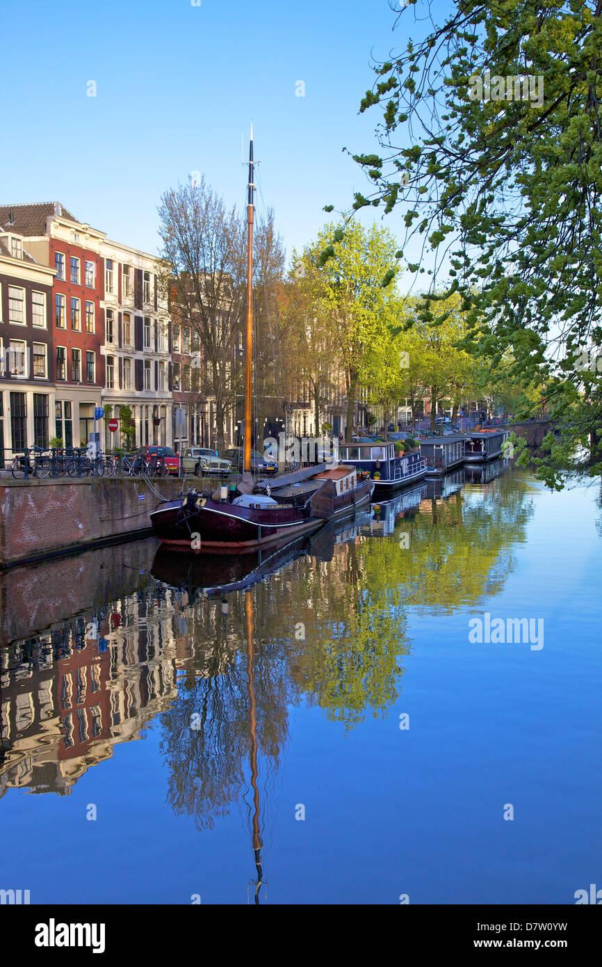 Boats on Brouwersgracht, Amsterdam, Netherlands - Stock Image