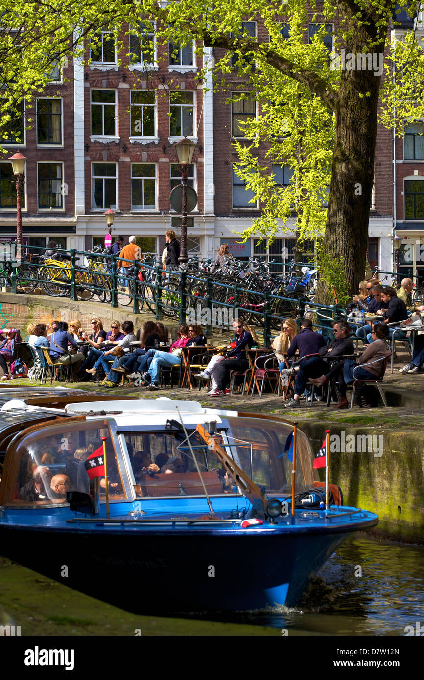 Tourist boat on Leliegracht, Amsterdam, Netherlands - Stock Image