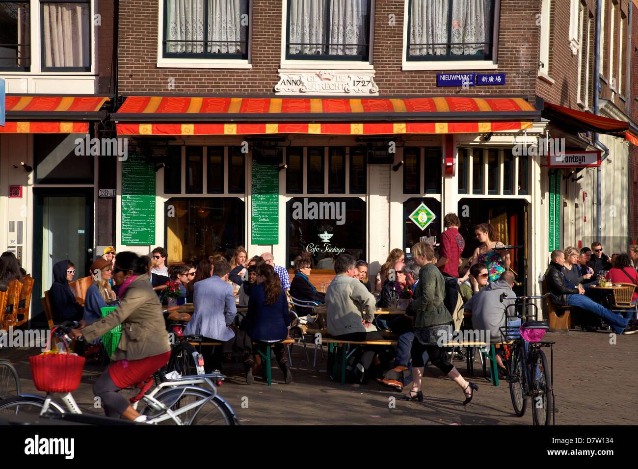 Outdoor cafe in Nieumarkt, Amsterdam, Netherlands - Stock Image