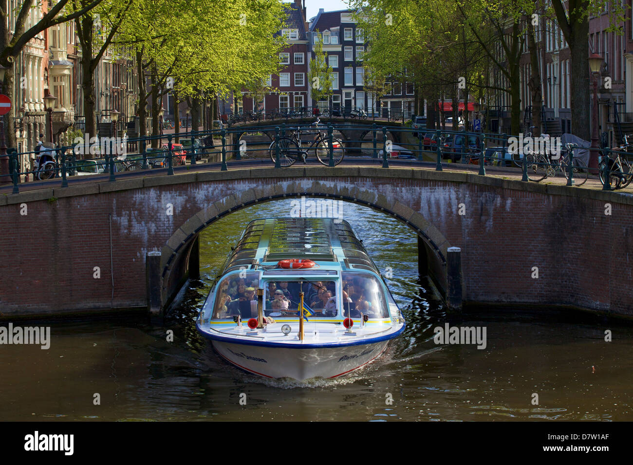Tourist boat on Keizersgracht, Amsterdam, Netherlands - Stock Image